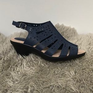 easy street Shoes - BNIB Easy Street Kamber Women's Sandals 8WW